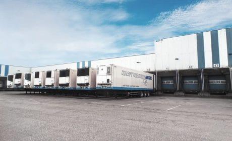 Logistikpark Allerhausen mit 8 anliefernden LKWs