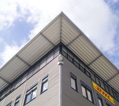 DHL Gebäude Froschperspektive