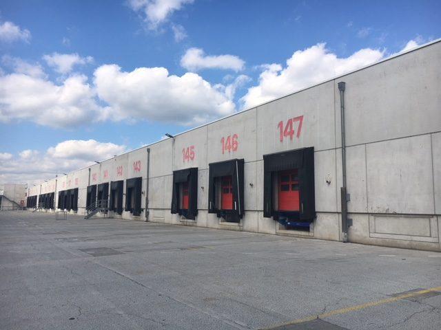 Objektansicht Logistikimmobilie Beladetore für LKWs