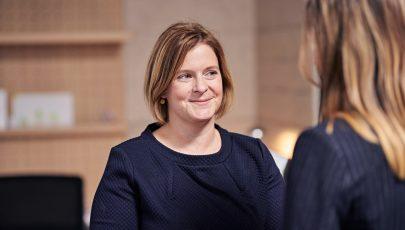 Portfoliomanagerin Annika Kießling hat im Fondsmanagement vielseitige Aufgabenbereiche.